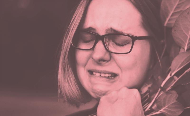 Sinn Deines Schmerzes - weinende Frau