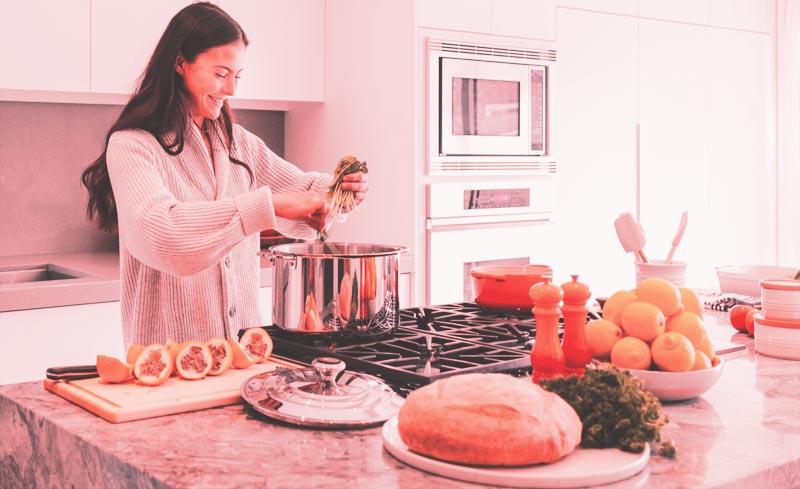 Frau am kochen - Tun um geliebt zu werden