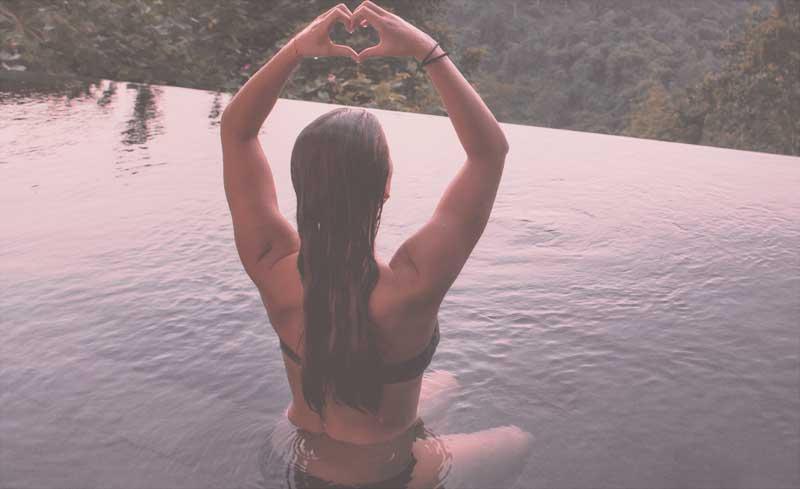 Selbstannahme - Herz gebildet mit Händen